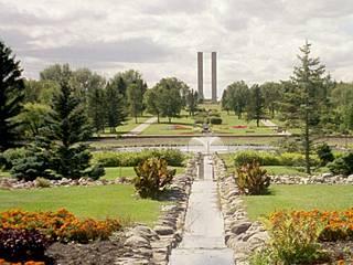 Blick auf den International Peace Garden, im Hintergrund die Peace Towers. © loyaldefender2004